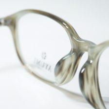 AYUMIの眼鏡 ~ セルロイドの美しさを引き出す